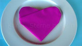 Servietten falten Herz - einfache Tischdeko zum Muttertag selber machen: Herz basteln