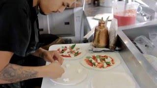 Фудтрак изнутри: Моццерия(История одного фуд-трака, владельцем которого стала глухонемая жительница Сан-Франциско. Невероятная пицц..., 2015-12-15T15:23:05.000Z)