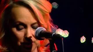Jul i folkton med Louise Hoffsten - Det är en ros utsprungen (Live @ Nyhetsmorgon)