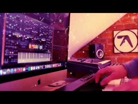 Paul McCartney Wonderful Xmas Time  (synth sound)