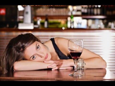 Женский алкоголизм: признаки, симптомы, стадии, лечение и