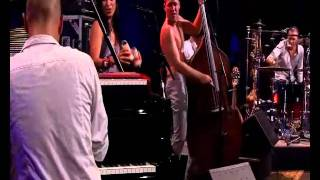 Video Avishai Cohen - 'Shalom Aleichem' live (Jazz in Marciac, 2010) download MP3, 3GP, MP4, WEBM, AVI, FLV Januari 2018