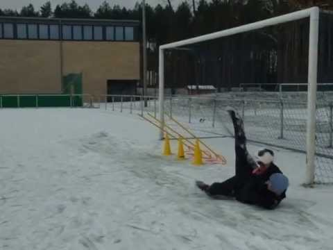 torwarttraining auf schnee - YouTube