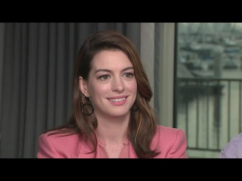 Anne Hathaway Reveals the Hardest Part of Hosting the Oscars Exclusive