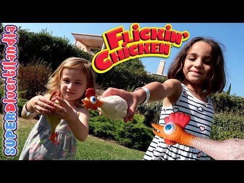Lanzando Pollos! Flickin' Chicken en Superdivertilandia con Andrea e Irene.