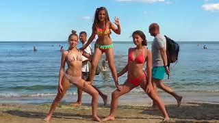 """Милана Манько - клип на авторскую песню """"Скачу я по волнам""""."""