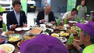 三反園鹿児島県知事ニガダケ試食中種子町竹屋野たけのこ生産組合視察激励