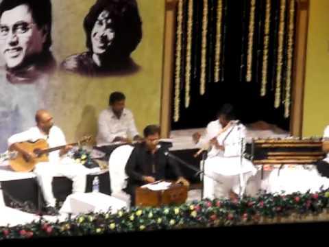 Jagjit Singh Live in Conert Hosh Waalo Ko Khabar Kya