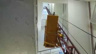 видео Грузовой мачтовый подъемник 500 кг. Изготовление/доставка/монтаж в Абакане