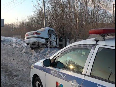 Водитель «Тойоты» чудом выжил в ДТП на хабаровском проспекте. Mestoprotv