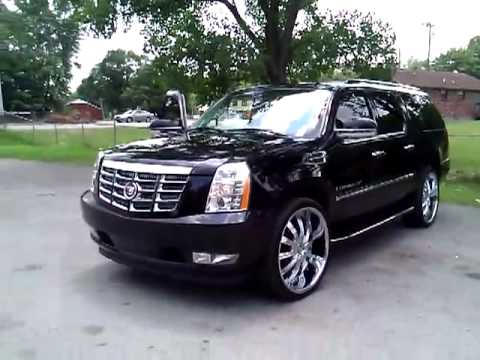 Cadillac Escalade on 26s with two - 22.4KB