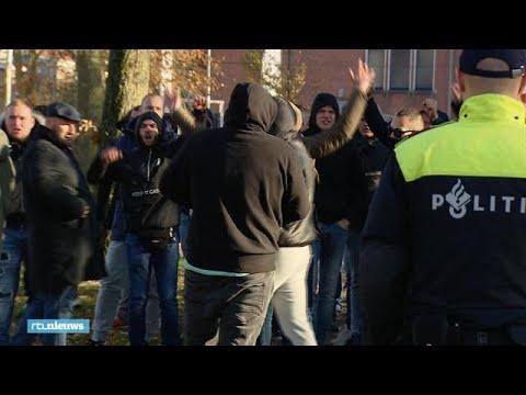 Groningse hooligans stormen op demonstranten af: 'Niet echt kindvriendelijk' - RTL NIEUWS