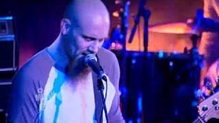 "Mondo Generator ""SO HIGH SO LOW"" (Live) | Moshcam"