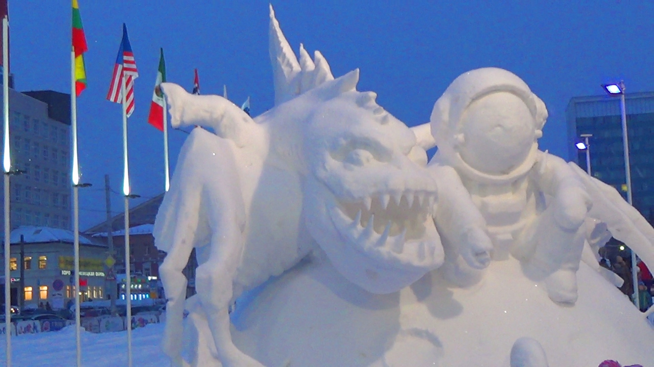 Влог. Макс с папой катаются с горки - Ледовые скульптуры в Перми