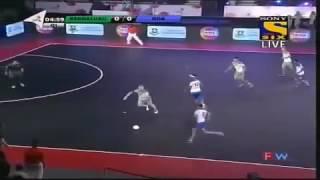 Ronaldinho debutó con 5 goles en la Liga de Futbol Sala de la India