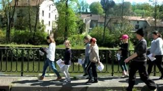 Sortie scolaire dans les rues de Fontenoy le Château 88