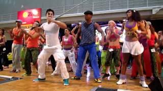 Beto Perez in Australia 2011 - Australian Fitness Expo - Mueve la cadera