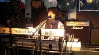 2011年5月6日(金) 東京・西荻駅近辺にあるライブバー「ヘブンズ・ドア」にて Jetリンダさん主催のイベントに出演させていただいた時のライブ映...