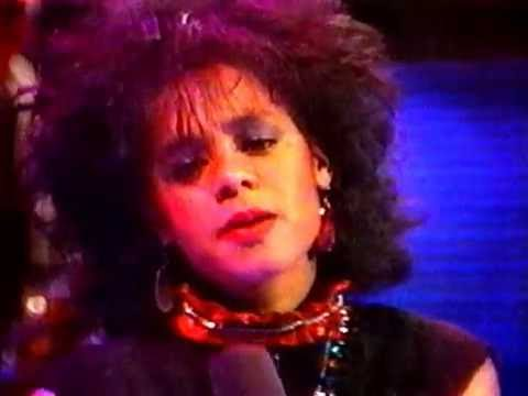 Sue Ann Carwell - 3 songs live on NightTimes Variety TV show 1981