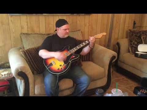 Fender Coronado II reissue with Fender Mustang IV digital amp