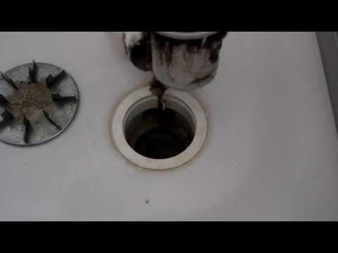 abflussreinigung-teil-01/05:-duschabfluss-öffnen