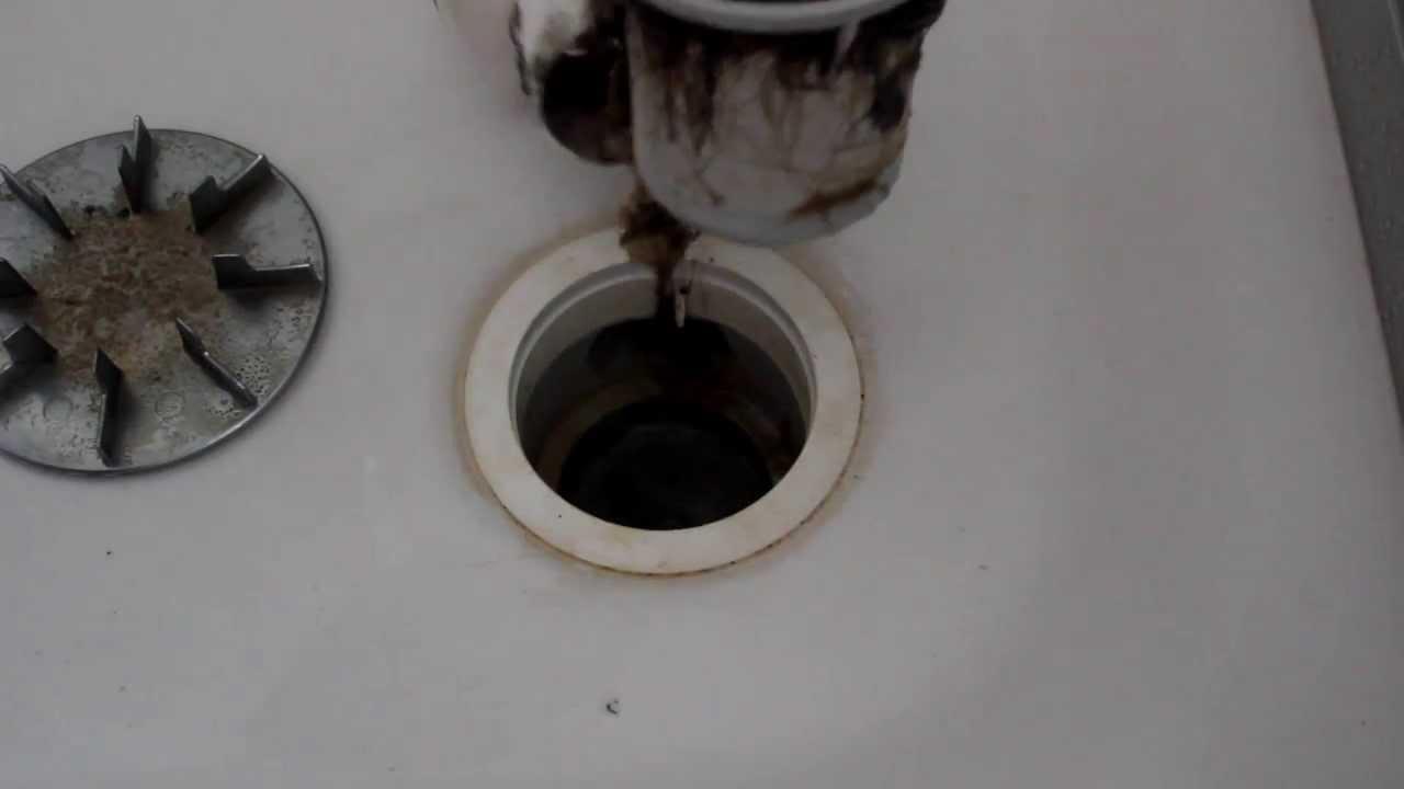 Abflussreinigung Teil 01/05: Duschabfluss öffnen - YouTube