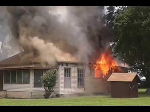Casa quemandose en vivo youtube for Modeluri de case