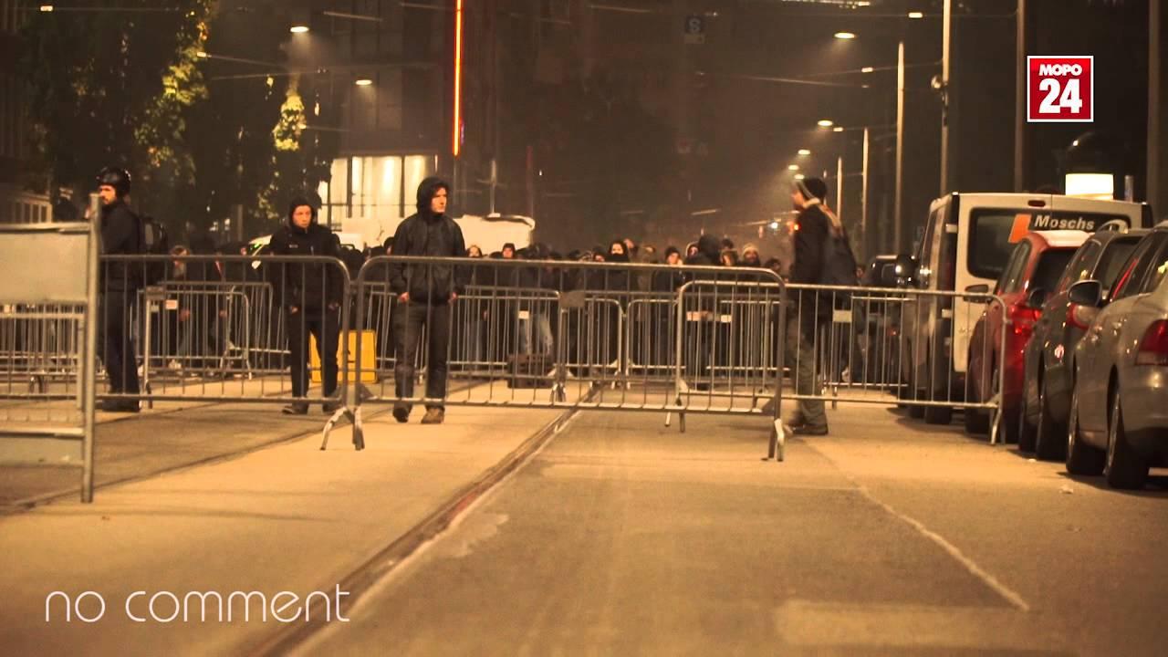Autonome errichten Barrikaden am Haus der Presse Dresden