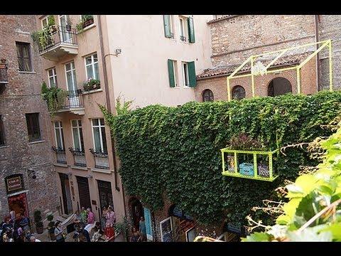 Verona Romeo Balkon Installation Von Daniel Gonzales Gegenuber