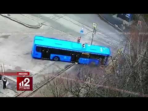 18+ Мучительная смерть под колесами автобуса... Видео!
