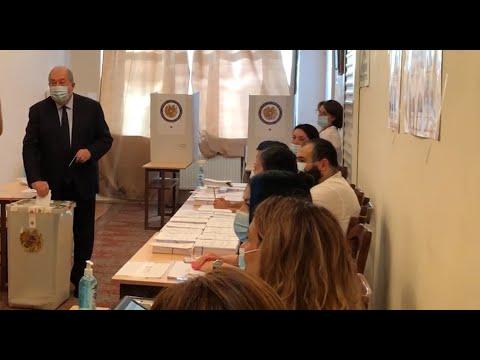 Президент Армен Саркисян проголосовал на выборах в парламент Армении