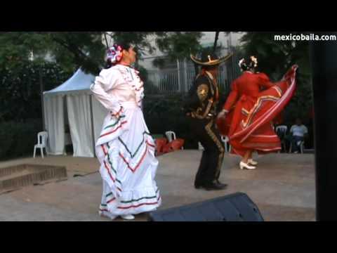 """Guadalajara - """"México Baila"""" a la Festa Major de Gràcia 2011"""