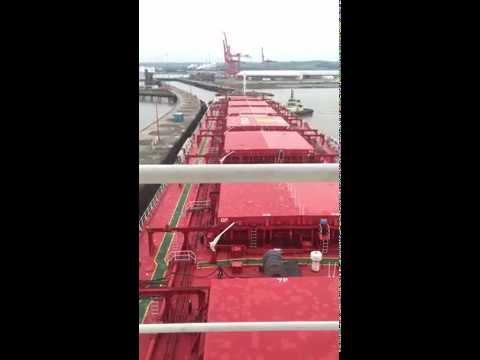 Ship handling-Panamax bulk carrier entering Portbury lock, Bristol
