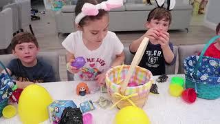 Семья Весело Яйцо Охота За Сюрпризы И Деньги На Открытой Площадке Для Детей На Открытом Воздухе Вес