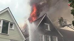 🚨Dachstühle zweier Fachwerkhäuser in Flammen - Feuerwehr-Großeinsatz in Altstadt von Schwelm