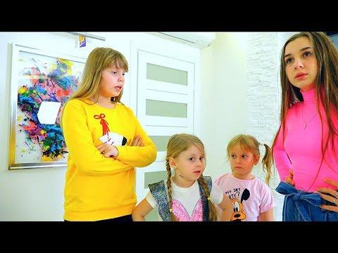 Дана помогает старшей сестре. Dana helping to older sister
