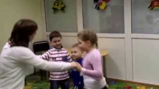 "На уроке английского языка в детском центре ""Джеронимо"" - Hello song with children"