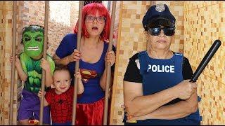 Cadu finge brincar de POLICIAL e Vovó prende OS SUPER HERÓIS