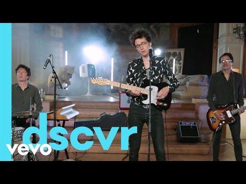 Radio Elvis - Au loin les pyramides - Vevo dscvr France