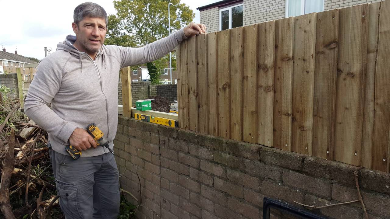 How To Install A Feather Edge Fence On Boundary Wall Youtube