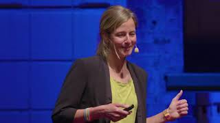 Why giving up is not an option – 1000km, 4 deserts, 1 year | Anne-Marie Flammersfeld | TEDxHHL
