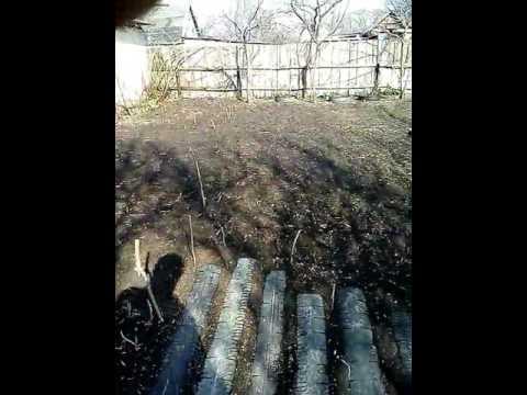 Огород, дорожки из машинной резины, высокие грядки из резины