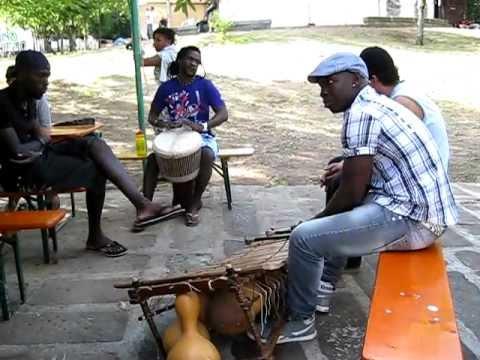 Mama Africa Meeting 2011 - Vita quotidiana (Harouna Demebele & Dartagnan Camara)