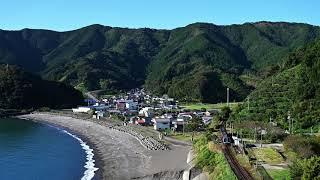 安和海岸を行く JR四国 2000系特急気動車