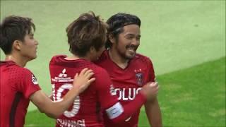 ゴール前でパスを呼び込んだ興梠 慎三(浦和)がワンタッチでのシュート...