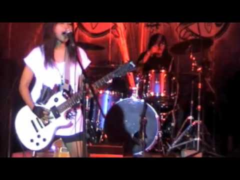 LaQuena - Di Bawah Hujan (Live at Cardinal Awards 2009)