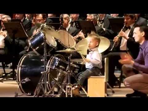 Anak Kecil Main Drum