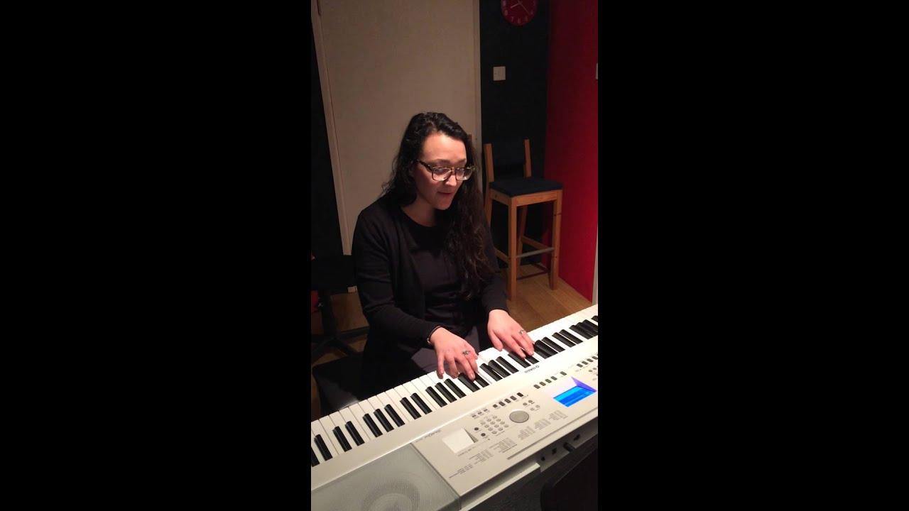 The piano teacher tmb