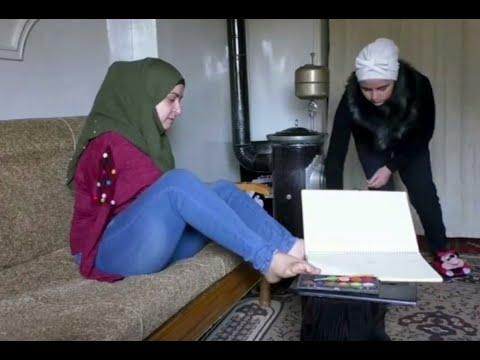 فنانة سورية شابة ترسم بقدميها وتقهر المستحيل  - 09:54-2019 / 2 / 20