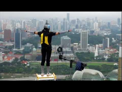 Marina Bay Sands: New Year's Day BASE Jump